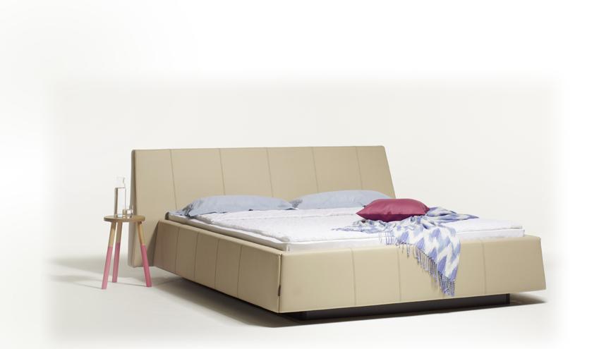 Lit � eau akva mira avec sa t�te de lit