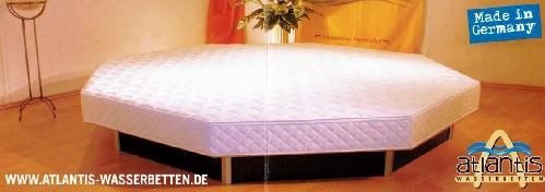 le lit octogonal  Atlantis Wasserbetten